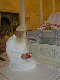 Shehzada Aliqadar Mufaddal bhaisahib Saifudduin DM ziyarat at Syedi Hasanpeer Saheb