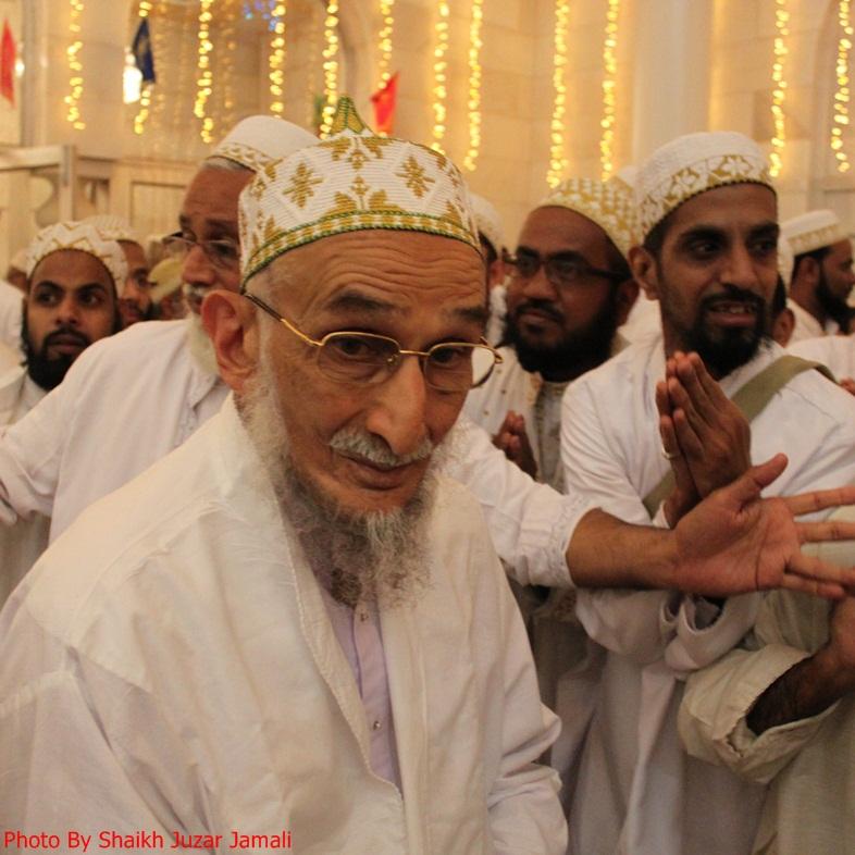 PHOTOS: Syedi Mazoon Saheb leads maghrib isha namaz in Fatemi Masjid